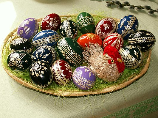 Datei:Easter eggs - straw decoration.jpg
