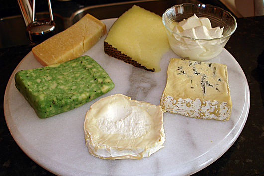 Datei:Various cheeses.jpg