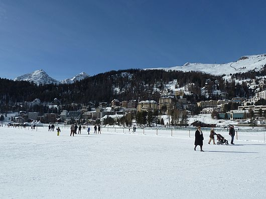 Datei:Lake St. Moritz and St. Moritz town in Switzerland.jpg