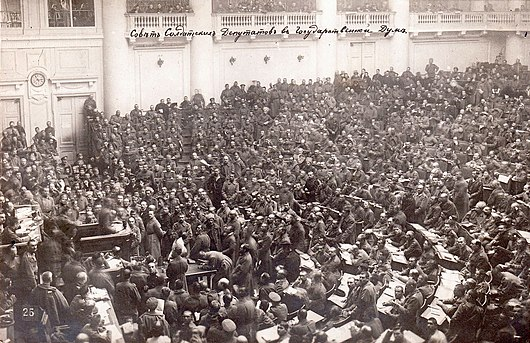 Datei:1917petrogradsoviet assembly.jpg