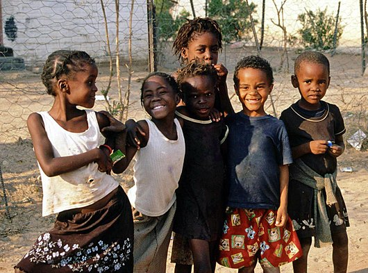 Datei:Children in Namibia(1 cropped).jpg