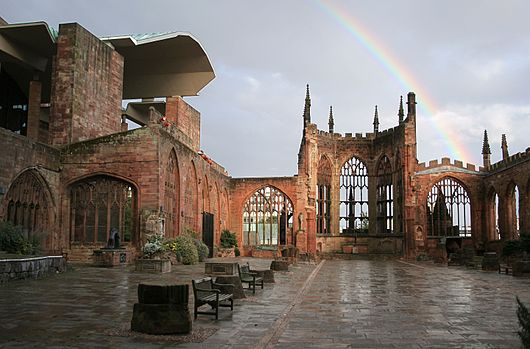 Datei:Coventry Cathedral Ruins with Rainbow edit.jpg