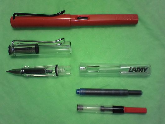 Datei:LAMY safari and vista with a cartridge and a confertor.jpg