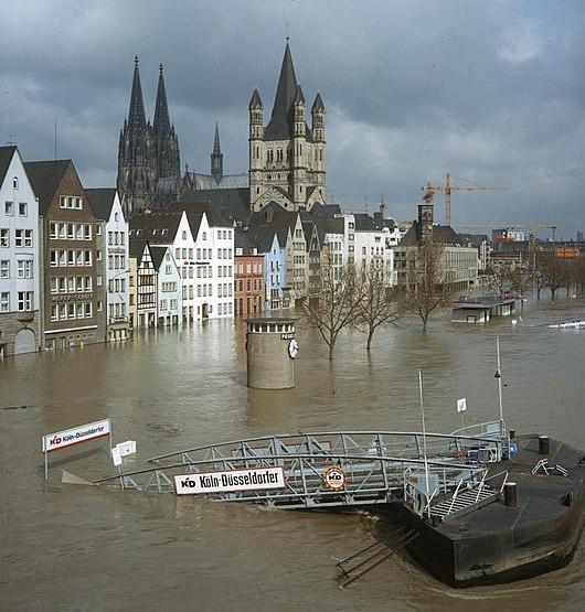 Datei:Bundesarchiv B 422 Bild-0086, Köln, Rheinufer, Hochwasser.jpg