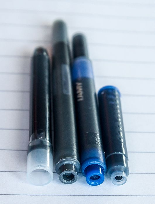 Datei:Fountain pen ink cartridges.jpg