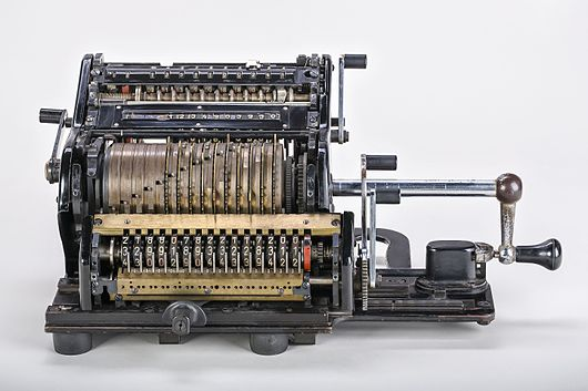 Datei:Mechanical-calculator-Brunsviga-15-01.jpg